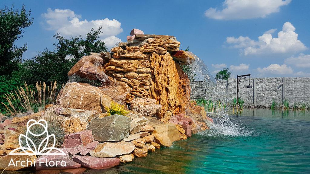 Водопад в большом пруду на 600 м кв - 1000 м куб воды