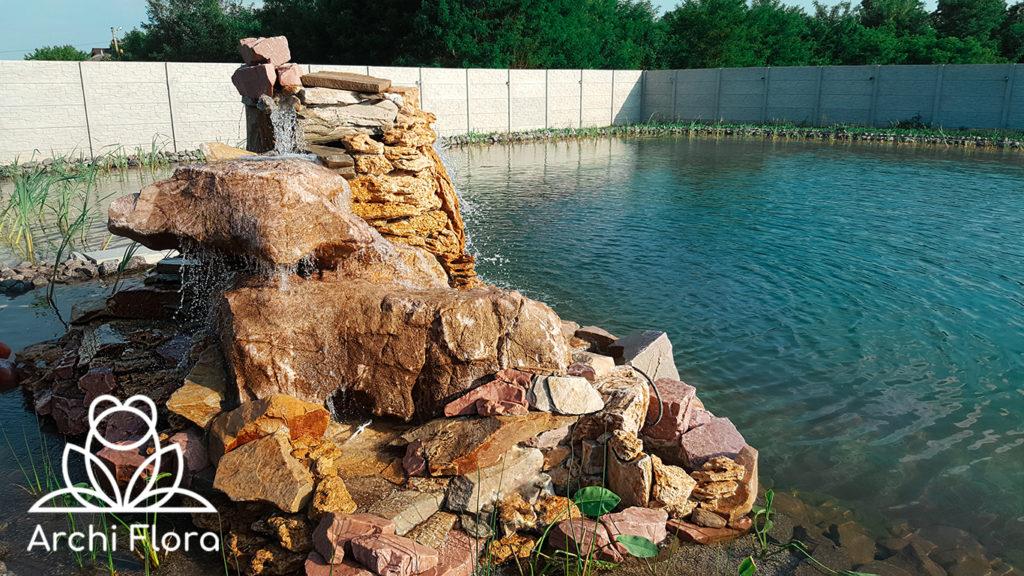 Большой пруд - еще один вид на заднюю часть водопада