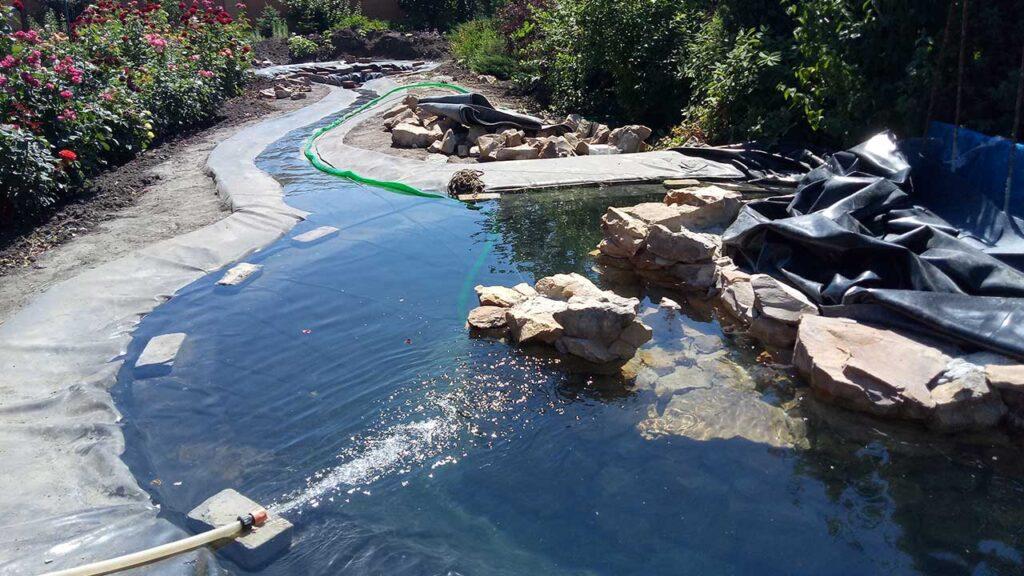 Проверка ПВХ пленки для водоема
