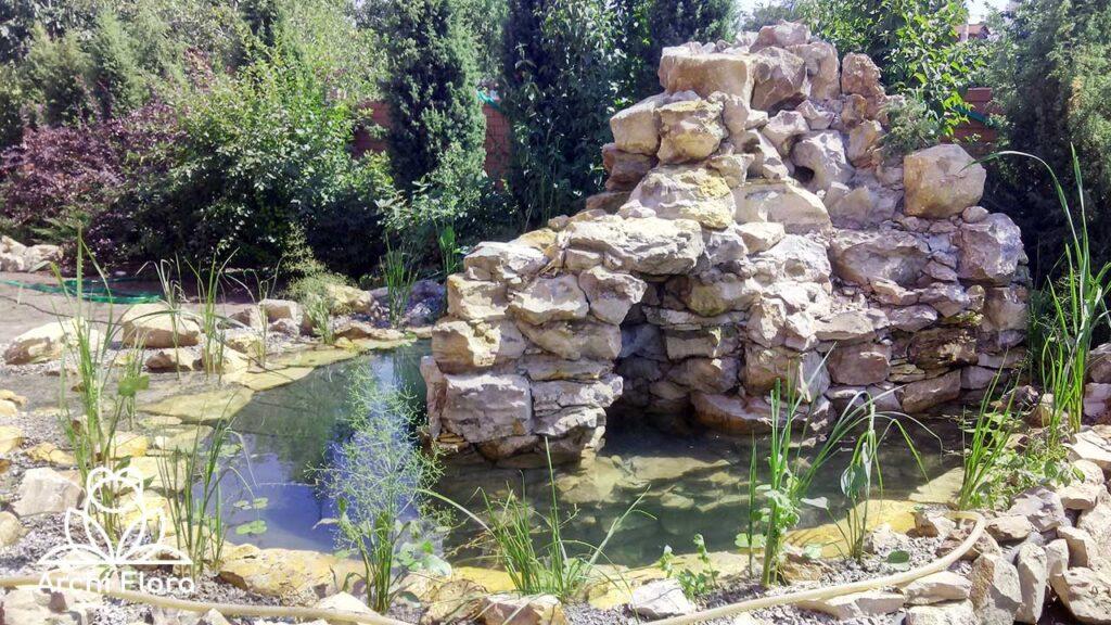Окончание строительства водоема с водопадом высадка растений