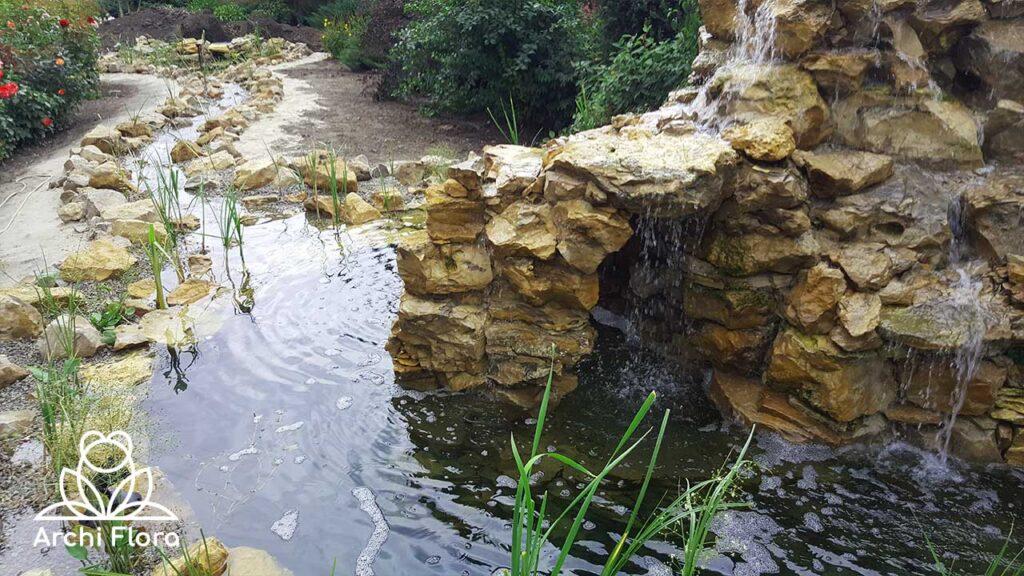 Строительство водоема с водопадом вид на водопад
