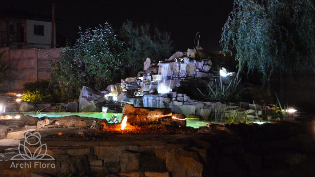 Пруд с водопадом и подсветкой